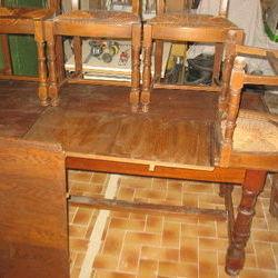 Table ancienne et quatre chaise pailler