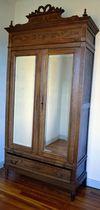 Donne armoire années 1920