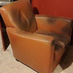 2 fauteuils club en cuir Paris 10